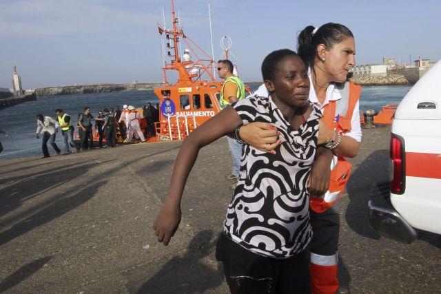 Πενήντα εννέα μετανάστες διέσωσαν οι ισπανικές αρχές κοντά στις ακτές | tanea.gr