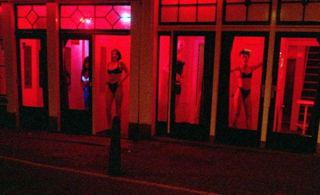 Τα Κόκκινα Φανάρια των Βρυξελλών | tanea.gr