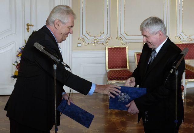 Παραιτήθηκε η κυβέρνηση της Τσεχίας | tanea.gr