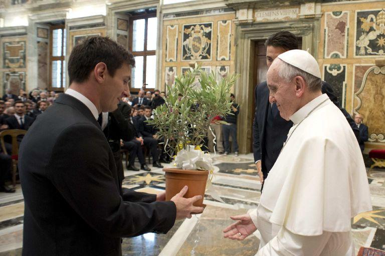 Τον Λιονέλ Μέσι υποδέχθηκε ο Πάπας Φραγκίσκος στο Βατικανό | tanea.gr