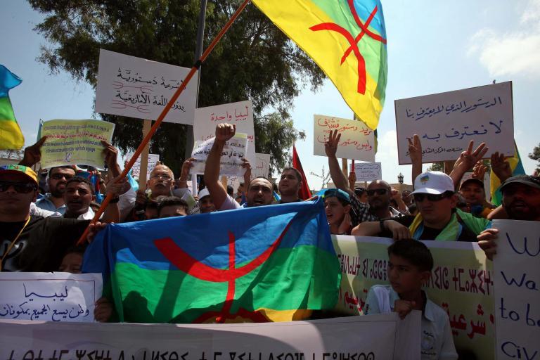Λιβύη: Βέρβεροι εισέβαλαν στο κοινοβούλιο προκαλώντας ζημιές στο κτίριο | tanea.gr