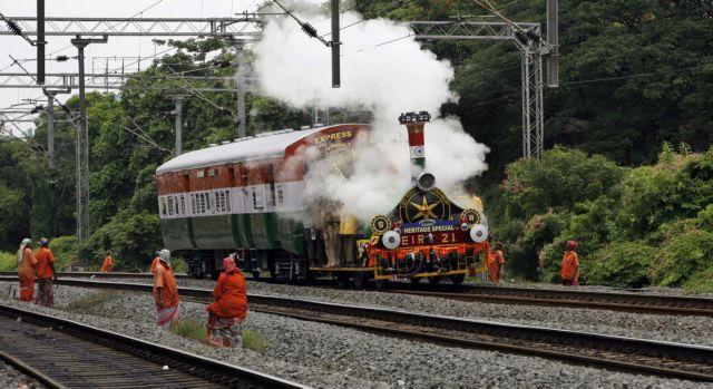 Τρένο στην Ινδία παρέσυρε και σκότωσε 37 ανθρώπους - Λιντσαρίστηκε μέχρι θανάτου ο μηχανοδηγός | tanea.gr