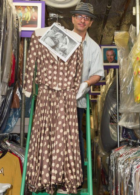 Στο σφυρί το πουά φόρεμα της Λουσίλ Μπολ!   tanea.gr
