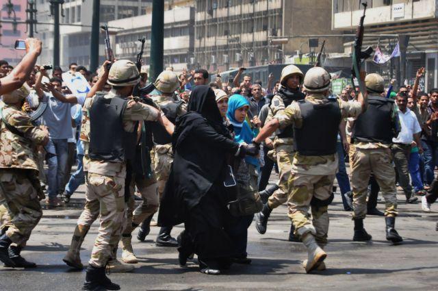 Η κυβέρνηση της Αιγύπτου κρατά στο τραπέζι την απειλή να θέσει εκτός νόμου τη Μουσουλμανική Αδελφότητα   tanea.gr