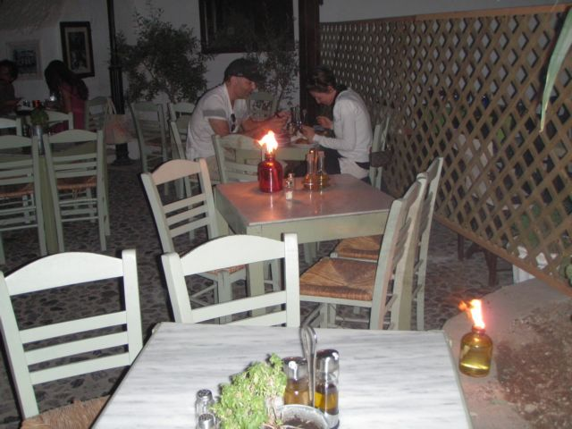 Τι είδε ο τουρίστας της Σαντορίνης στο... σκοτάδι   tanea.gr