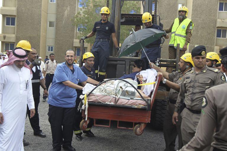 Μετέφεραν με γερανοφόρο άνδρα βάρους 610 κιλών σε νοσοκομείο | tanea.gr