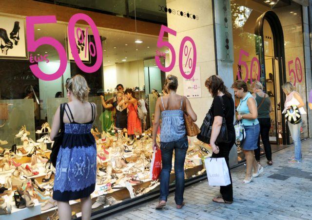 Τελεσίγραφο προς τους εμποροϋπαλλήλους για νέα σύμβαση με μειωμένες αποδοχές κατά 13% | tanea.gr