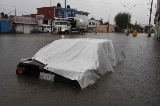 Φονική τροπική καταιγίδα σάρωσε το Μεξικό | tanea.gr