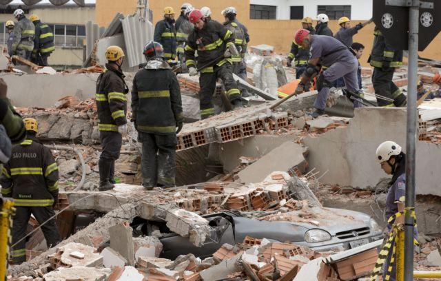 Δέκα νεκροί από κατάρρευση διώροφου κτιρίου στη Βραζιλία | tanea.gr
