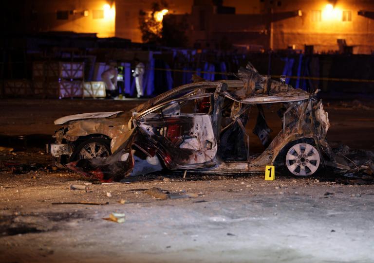 Τέσσερις αστυνομικοί τραυματίστηκαν από την έκρηξη παγιδευμένου αυτοκινήτου στο Μπαχρέιν | tanea.gr