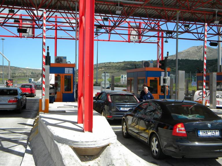 Ελαφρά μείωση στην έξοδο των εκδρομέων από την Αθήνα σε σχέση με πέρυσι   tanea.gr