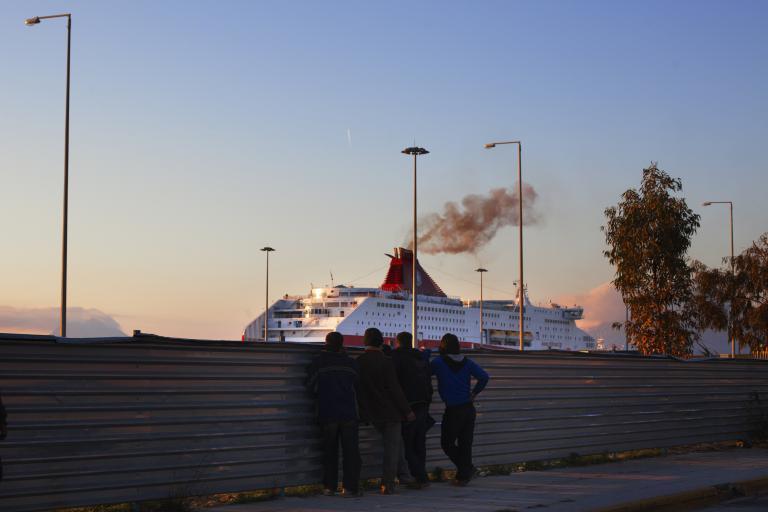 Συνελήφθησαν έξι διακινητές και 21 μετανάστες στην Πάτρα | tanea.gr