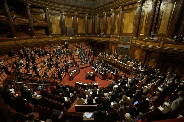 Ναπολιτάνο εναντίον Μπερλουσκόνι ενώ πλησιάζει η αποπομπή Καβαλιέρε από τη Γερουσία | tanea.gr
