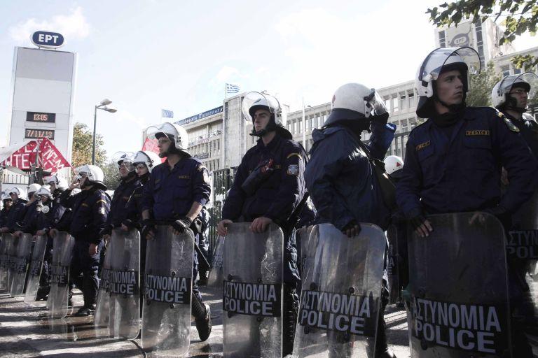 Αντιδράσεις για την εκκένωση της ΕΡΤ από την Αστυνομία | tanea.gr