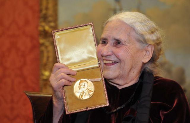 Ντόρις Λέσινγκ: Η συγγραφέας που τόλμησε να μιλήσει για τη γυναίκα | tanea.gr