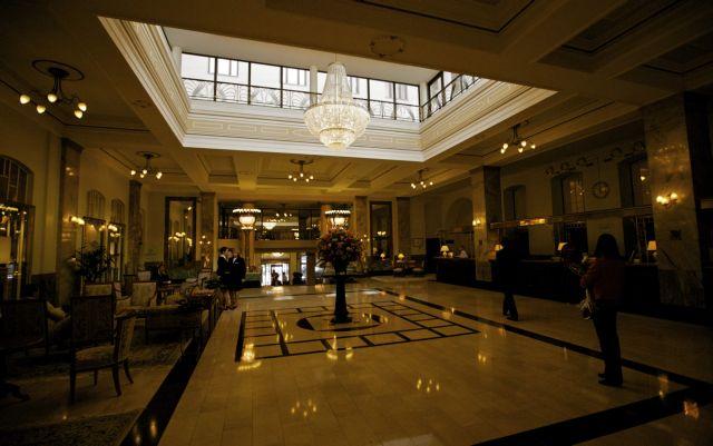 Oι ξενοδοχοϋπάλληλοι υπέγραψαν την πρώτη μετά το Μνημόνιο κλαδική σύμβαση με αυξήσεις | tanea.gr