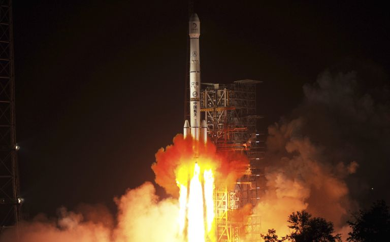 Η Κίνα εκτόξευσε το πρώτο διαστημικό όχημά της για την εξερεύνηση της Σελήνης | tanea.gr