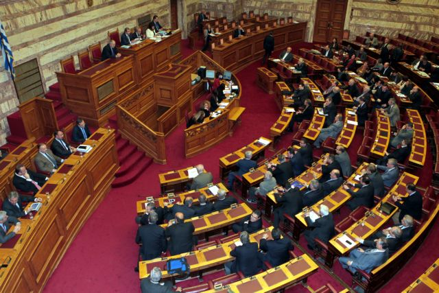 Διακοπή χρηματοδότησης της Χρυσής Αυγής αποφάσισε η Βουλή - «Οχι» ψήφισε ο Γλέζος | tanea.gr