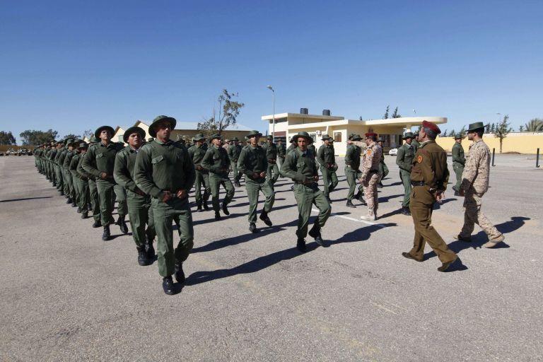Λιβύη: Παραστρατιωτικοί απέκλεισαν την είσοδο της κεντρικής τράπεζας της χώρας | tanea.gr