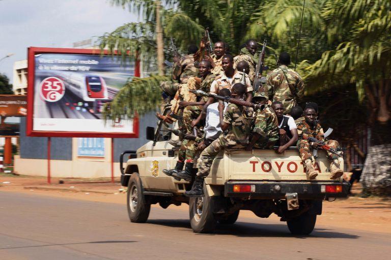 Εκατό νεκροί σε μία ημέρα στην Κεντροαφρικανική Δημοκρατία - η Γαλλία στέλνει επειγόντως στρατό | tanea.gr