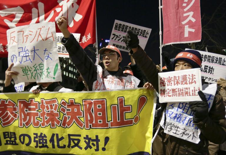 Διχάζει την Ιαπωνία ο αμφιλεγόμενος νόμο περί προστασίας κρατικών μυστικών   tanea.gr