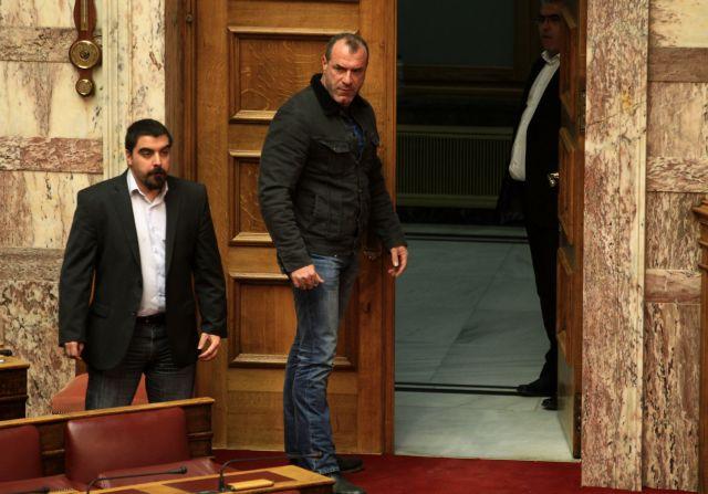 Εκλεισαν το κέντρο 300 χρυσαυγίτες - διαμαρτύρονταν για τις έρευνες σε σπίτια βουλευτών της ΧΑ   tanea.gr