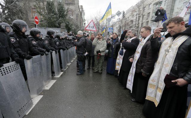 Δεν κάνουν πίσω οι διαδηλωτές στην Ουκρανία   tanea.gr