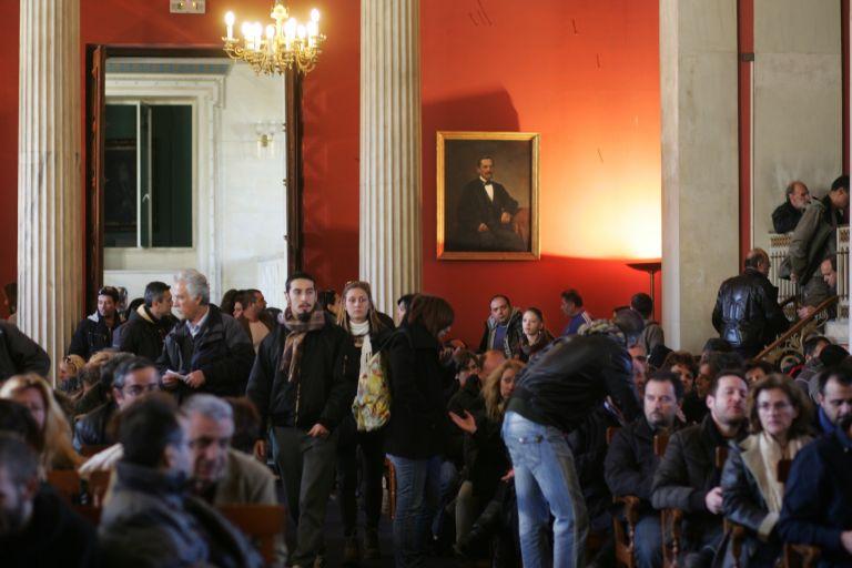 Ενταση μεταξύ υπαλλήλων του Πανεπιστημίου Αθηνών στο κέντρο της πόλης | tanea.gr