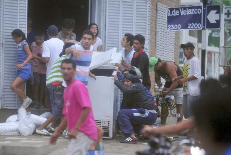 Αργεντινή: Επτά νεκροί σε δύο μέρες από τις λεηλασίες σε καταστήματα   tanea.gr