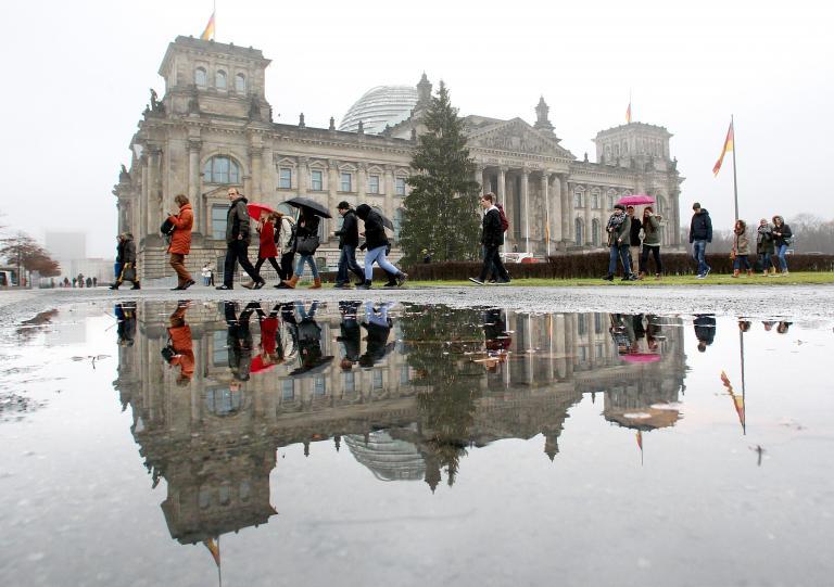 Το ένα τρίτο των Γερμανών θα εξέταζε το ενδεχόμενο να εγκαταλείψει τη χώρα του, σύμφωνα με έρευνα | tanea.gr