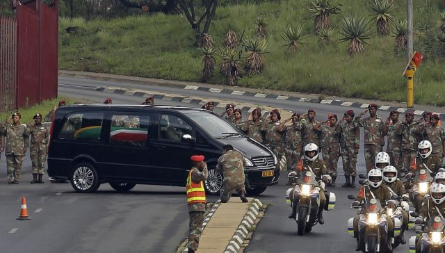 Σε λαϊκό προσκύνημα η σορός του Νέλσον Μαντέλα | tanea.gr