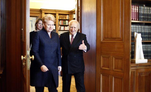 Αισιόδοξος για την επιτυχία της ελληνικής προεδρίας ο Κάρολος Παπούλιας   tanea.gr