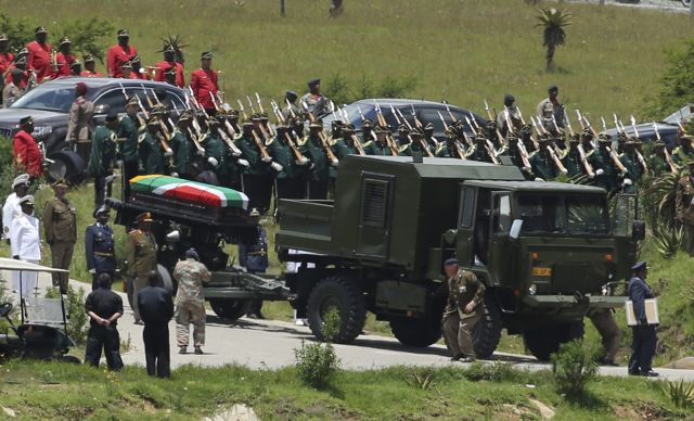 Με την ταφή του Νέλσον Μαντέλα ολοκληρώθηκε το 10ήμερο πένθος στη Νότια Αφρική   tanea.gr