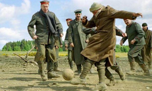 Γήπεδο θα ανεγερθεί εκεί όπου βρετανοί και γερμανοί φαντάροι έπαιξαν μπάλα το 1914   tanea.gr