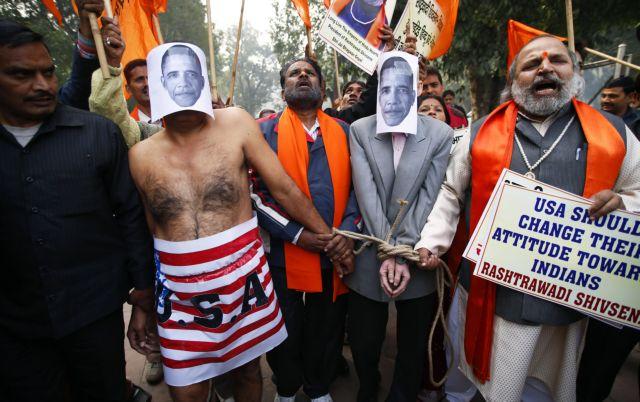 ΗΠΑ: Σε δάκρυα ξέσπασε η ινδή διπλωμάτης όταν της πέρασαν χειροπέδες | tanea.gr