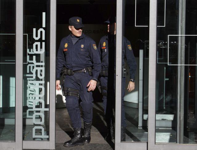 Εφοδος της αστυνομίας στα γραφεία του κυβερνώντος κόμματος της Ισπανίας | tanea.gr