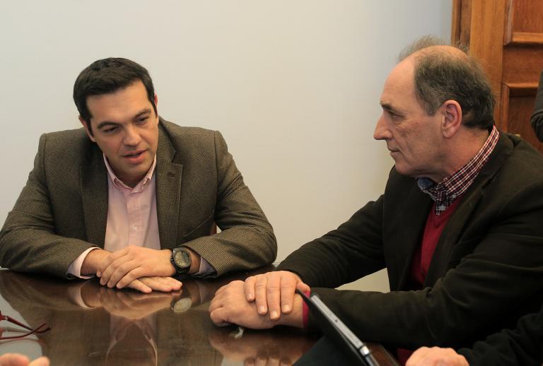 ΣΥΡΙΖΑ: «Ο Πρωθυπουργός υπόσχεται επιτυχίες εκεί που όλοι βλέπουν συντρίμμια»   tanea.gr