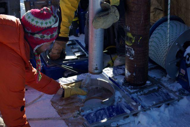 Τεράστιες ποσότητες υγρού νερού κρύβονταν στους πάγους της Γροιλανδίας   tanea.gr