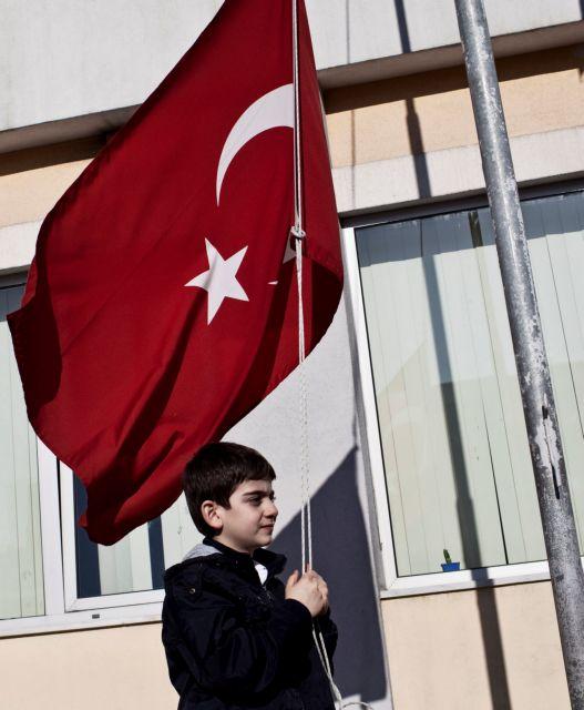 Σύγκρουση για τα σχολεία   tanea.gr