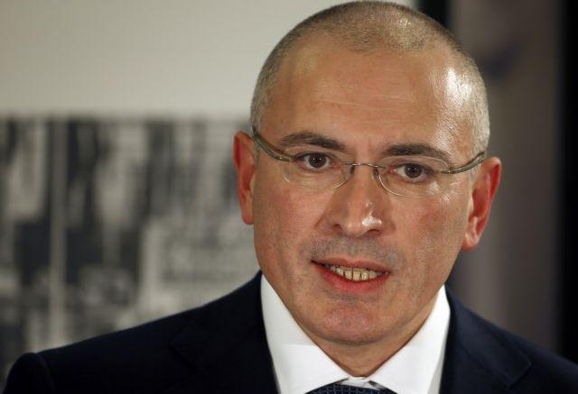Η Ελβετία χορήγησε βίζα τριών μηνών στον Μιχαήλ Χοντορκόφσκι   tanea.gr