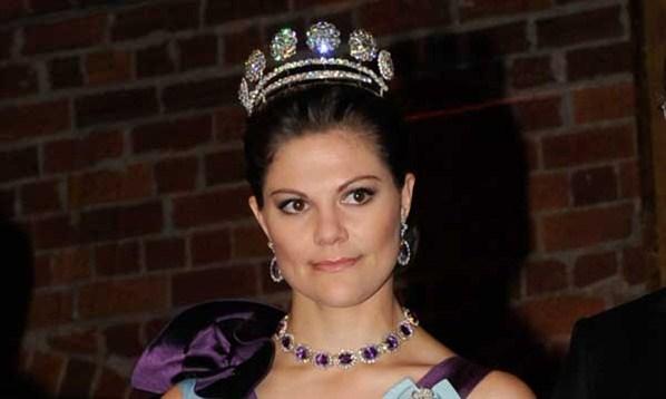 Η πριγκίπισσα της Σουηδίας Βικτωρία τραυματίστηκε ελαφρά κάνοντας σκι   tanea.gr