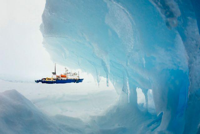 Ανταρκτική: Πρωτοχρονιά στους πάγους για το ρώσικο πλοίο   tanea.gr