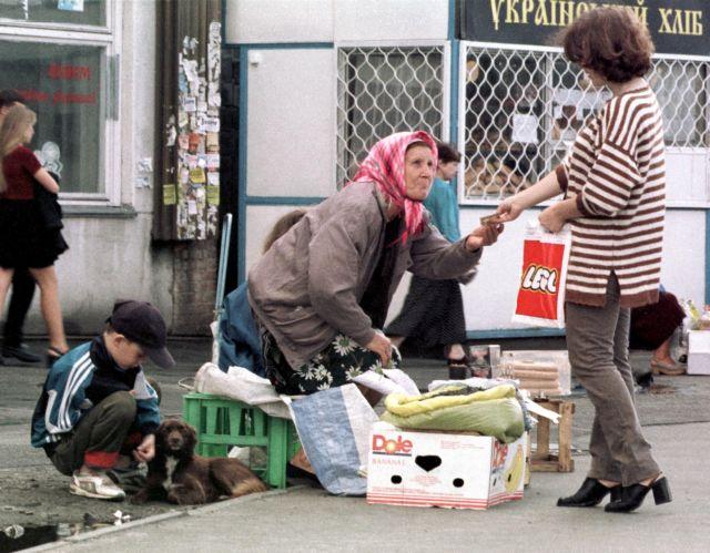 Eurostat: Φτωχός ένας στους τρεις Ελληνες, ένας στους τέσσερις στην Ευρώπη   tanea.gr