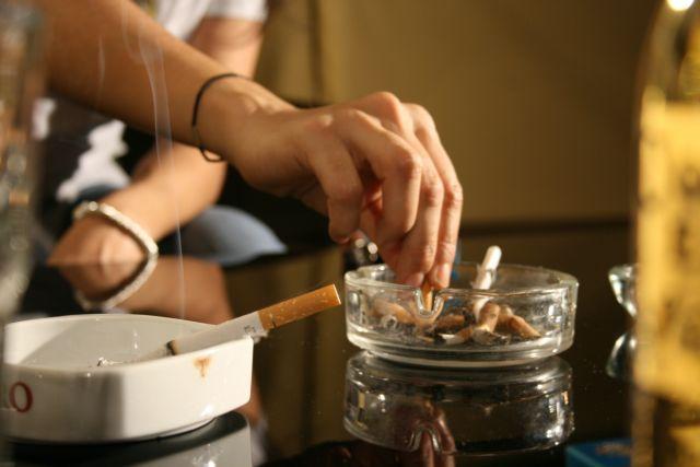 Ερχονται νέα πρόστιμα για το κάπνισμα στους δημόσιους χώρους   tanea.gr