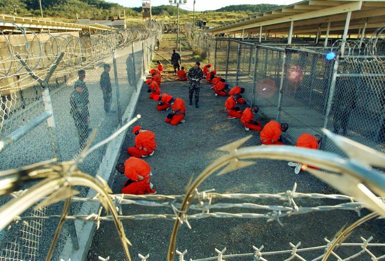 Δύο λιγότεροι οι κρατούμενοι στο Γκουαντάναμο   tanea.gr