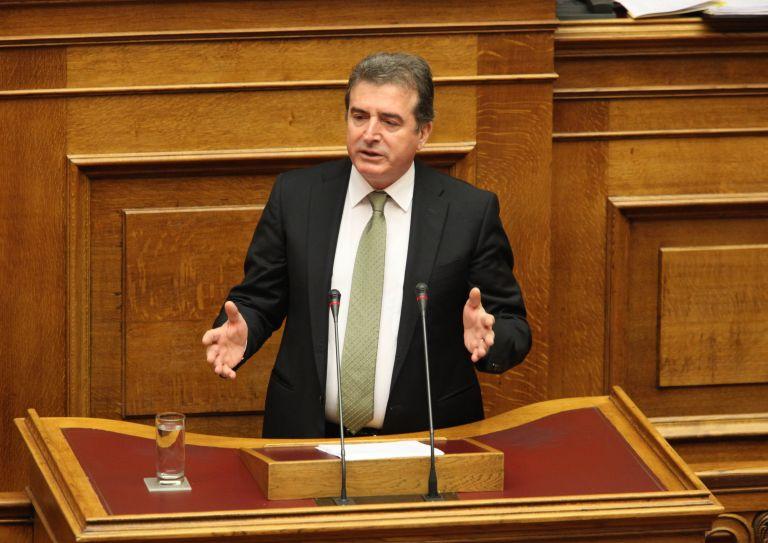 Εκρηξη Χρυσοχοϊδη για τους χρυσαυγίτες βουλευτές: «Είστε γελοίοι, δειλοί και μαχαιροβγάλτες»   tanea.gr