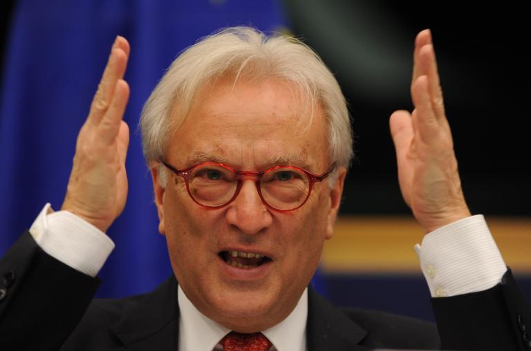 Σβόμποντα: «Η έλλειψη αλληλεγγύης εντός της ΕΕ στο πρόβλημα της παράνομης μετανάστευσης ενισχύει τη Χρυσή Αυγή»   tanea.gr