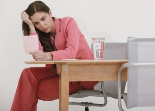 Ψυχολόγος ή ψυχίατρος για την κατάθλιψη;   tanea.gr