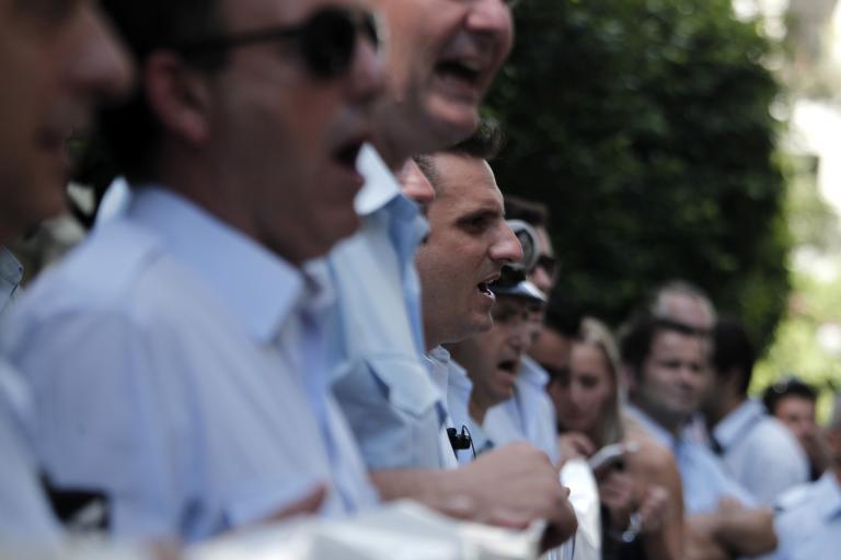 Eως 500 εκατ. ευρώ το πιθανό κόστος από την απόφαση ΣτΕ για τους ενστόλους   tanea.gr