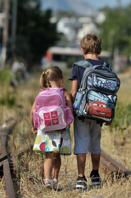 Ερώτηση στη Βουλή για την «ασήκωτη» σχολική τσάντα των μαθητών   tanea.gr